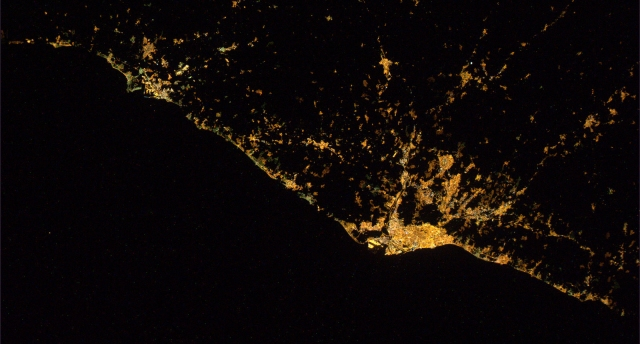coast_between_tarragona_and_barcelona_seen_from_the_iss